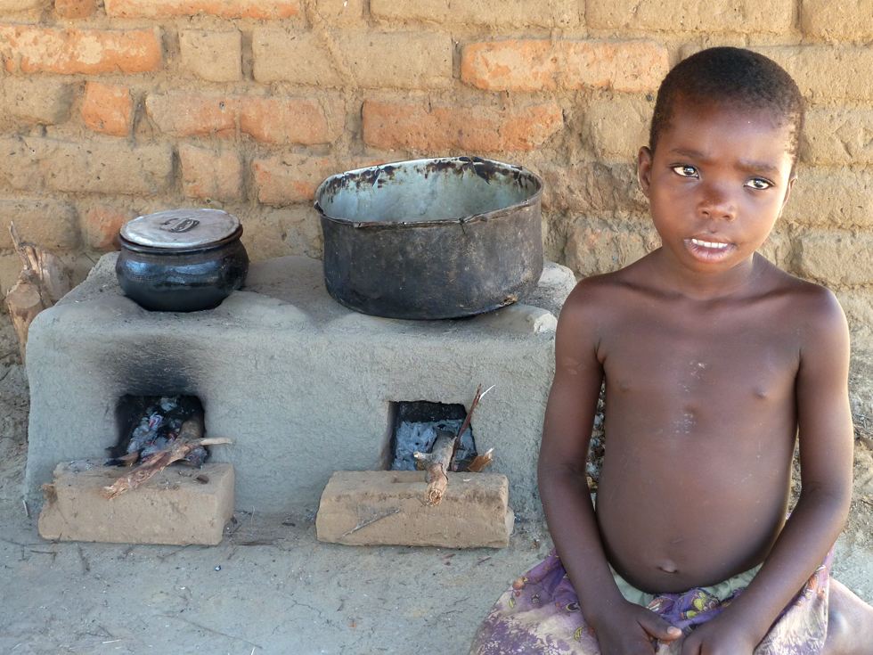 Less smoke is produced, the cookstove is safer and cleaner, and it benefits from a double burner