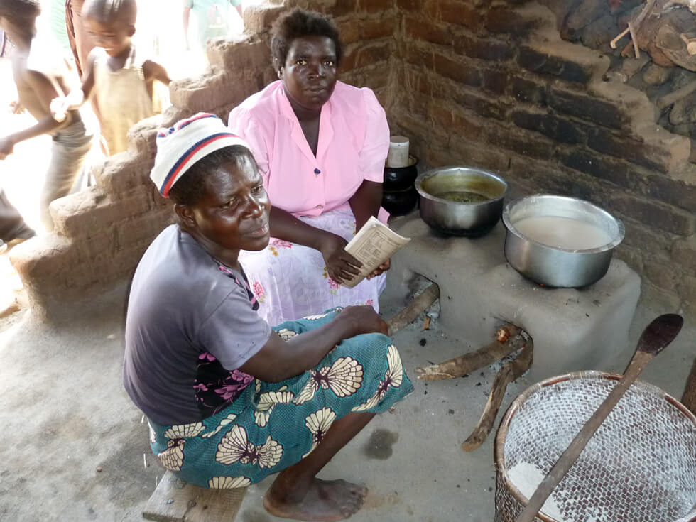 Diana, a RIPPLE Africa Community Volunteer, instructing a homeowner on how to use and maintain the Changu Changu Moto cookstove