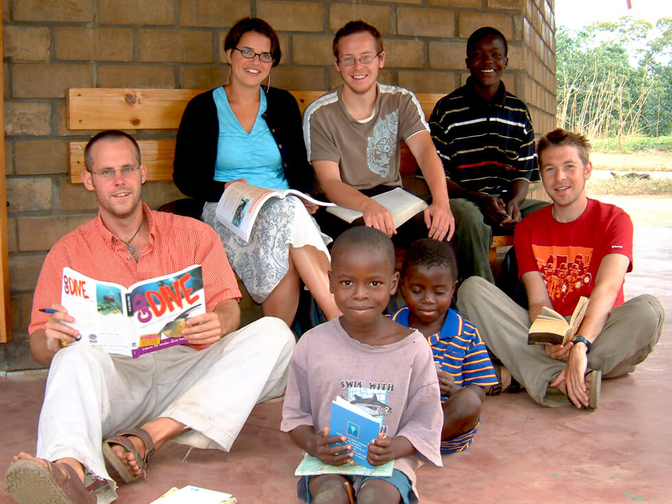 RIPPLE Africa volunteers help local primary school pupils with their reading at the library