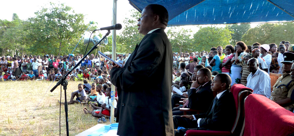 The District Commissioner was the Guest of Honour at the opening ceremony. Between 500 and 1,000 people attended.
