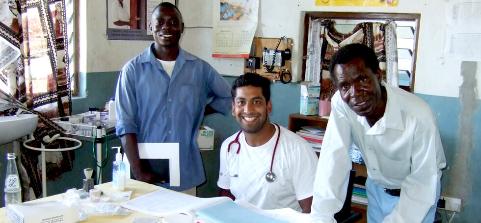 Zee, a RIPPLE Africa volunteer doctor, assisting at Kachere Health Centre