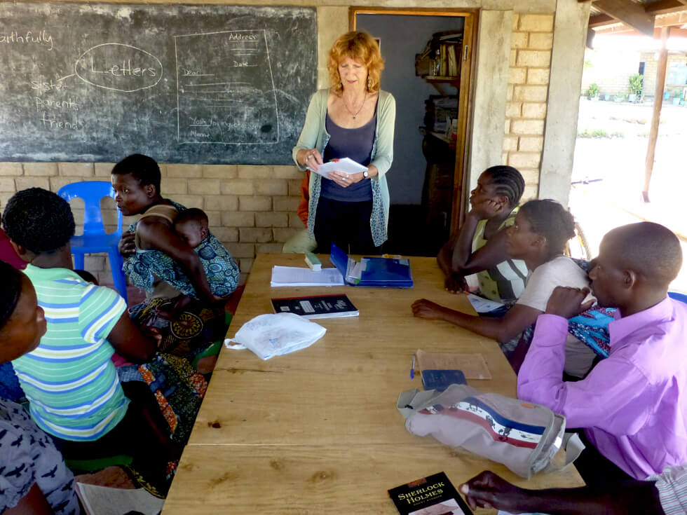 Phoebe, a RIPPLE Africa volunteer, teaching the Mwaya class