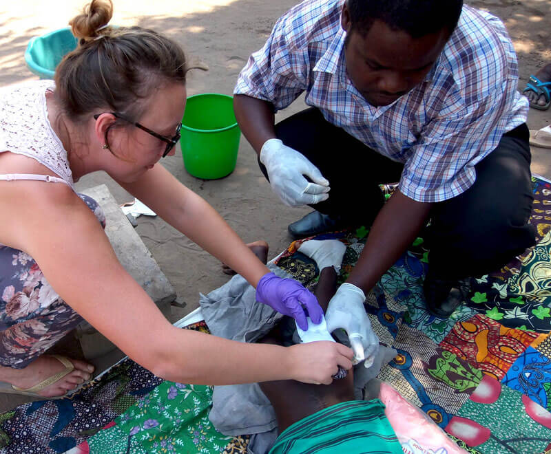 first-aid-volunteer-ripple-africa-malawi
